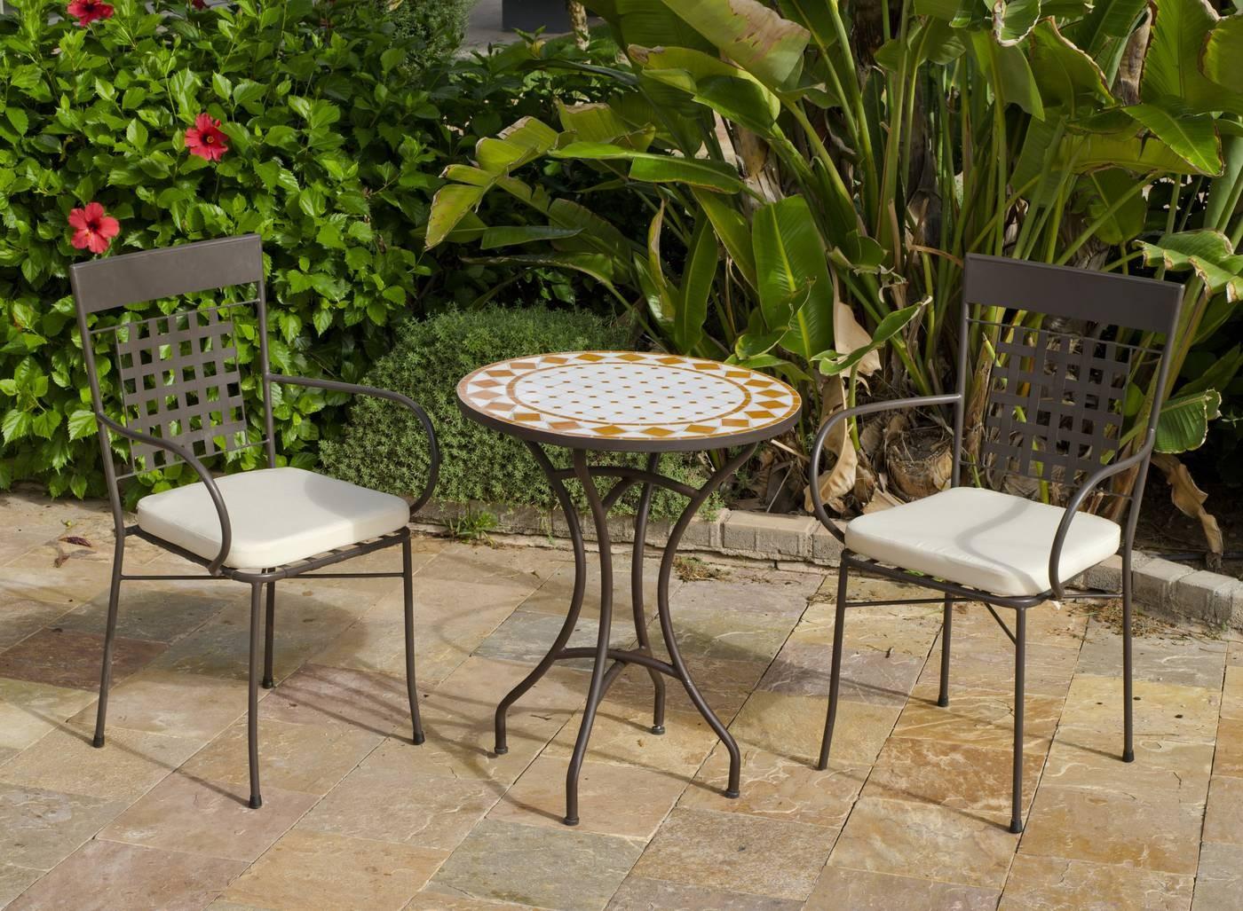 Conjuntos de mesas y sillas de jardin conjunto de mesa for Mesas de plastico para jardin